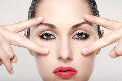 女性的眼睛魅力,需要小心避免眼袋问题
