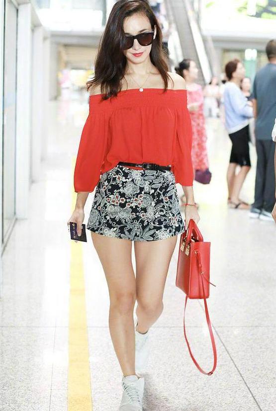 战狼的女主角,韩庚的女朋友,穿成这样挺好看的!