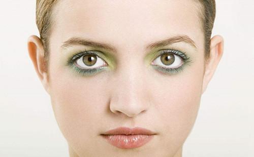 晕开的眼妆影响颜值,拿什么拯救熊猫眼
