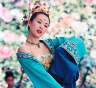 章子怡的替身现在国际知名,她曾出演赵本山的作品