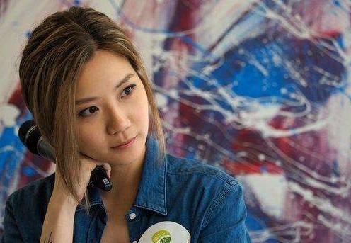 香港女歌手卢凯彤因抑郁症自杀,娱乐圈的人压力太大!