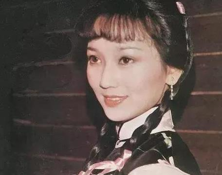 赵雅芝演艺生涯令人深刻,现在的优雅气质更让人羡慕