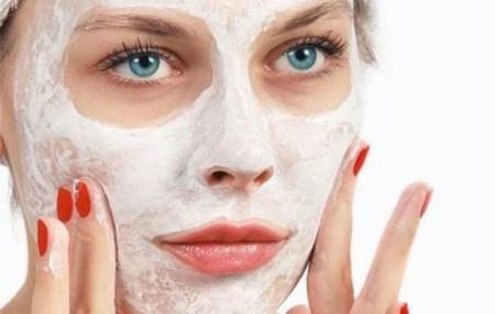 面膜自制的护肤方法好像很动人?但是皮肤不好的女性谨慎选择