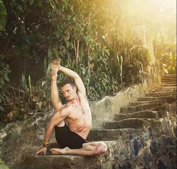 缓解肩部酸痛,瑜伽的5个体式轻松解决:下篇