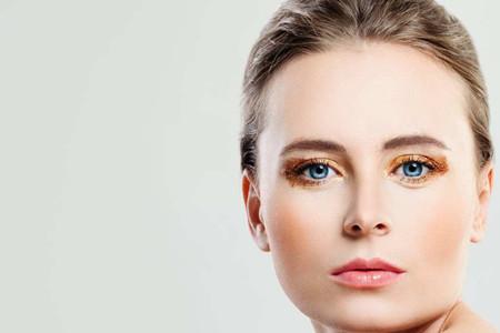 女生使用爽肤水速度快,因为你没有使用化妆棉