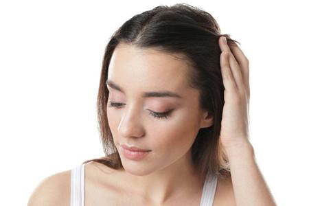 女性发际线暴露面部缺点,养发需补气血