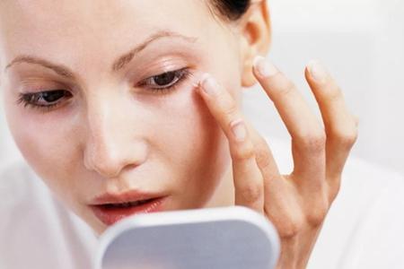涂眼霜反而长脂肪粒?正确的护肤步骤没掌握(下篇)