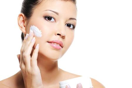 女生换季如何减少肌肤问题,护肤补水十分关键