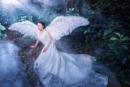 胖新娘创意婚纱照,原片没什么特别,但效果真是神奇