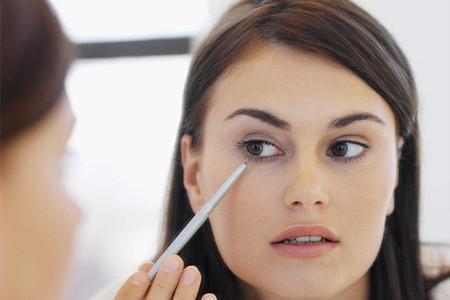 女生画好眼线放大明眸,效果堪比开眼角