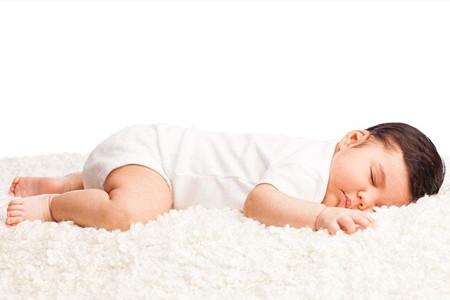 宝宝睡觉总是会醒来,并不一定都是想要妈妈喂奶