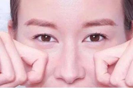 眼部有细纹怎么办?女性可以这样进行保养
