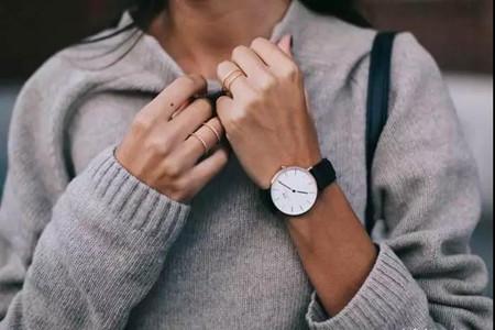 耳环精巧手表气质,配饰让你的穿搭独具个性
