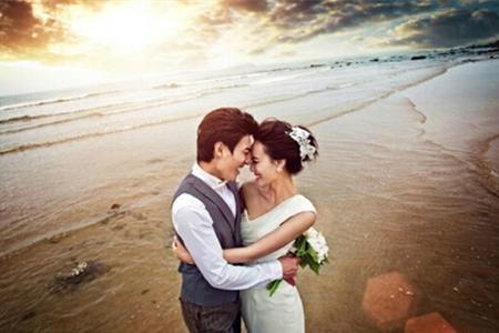 这几个拍照动作,海边婚纱照千万不要忘
