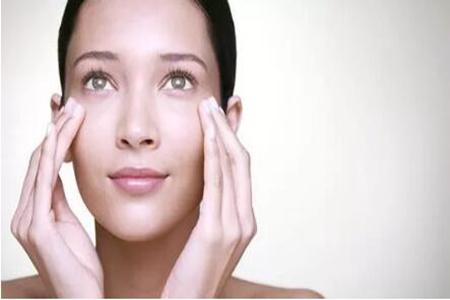 女性要怎样除去眼袋?这些土方法效果好