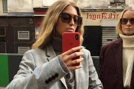 女人西装套高领,寒冬里也美得从容