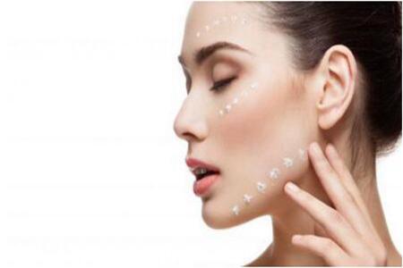 令女人难以忍受的油性皮肤怎么改善?补水是关键