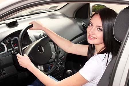女司机贵在小心仔细,行车前花五分钟做这些检查让你安全出行