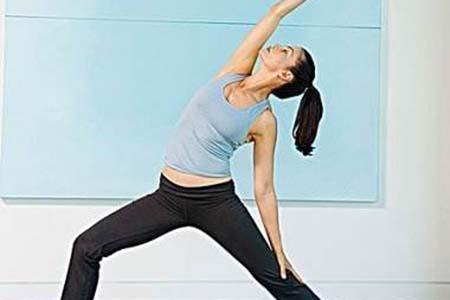 早上起床也不忘来几个简单的瑜伽,唤醒身体又能瘦身