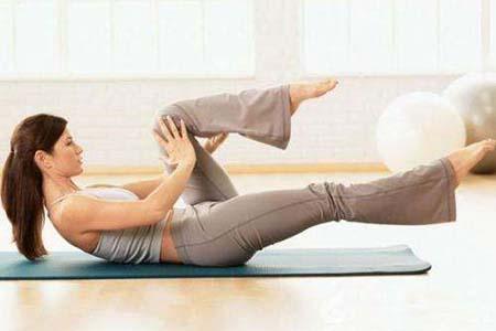 做了新妈妈也不要忘了美,产后做这三项瑜伽让你快速瘦