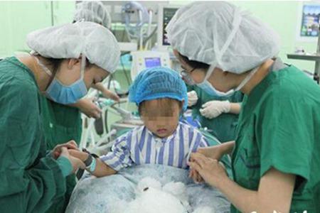 三岁小女孩得乳腺癌,全球罕见第三例,女性预防得这样做