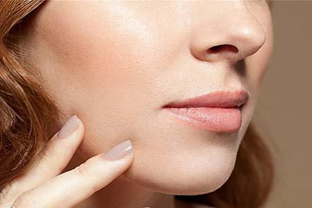 冬季女性唇部干燥需要护理,润唇膏的选择三个关键细节需知