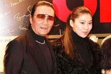 谢贤与女友复合,差49岁的爱情难以理解