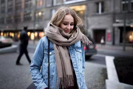 冬日女生打造优雅时尚气质,需要一条百搭围巾