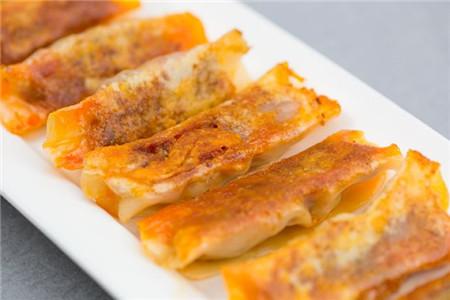 煎饺美味自制简单,韩式泡菜风味十足,