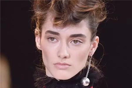 金属球有多亮眼修容,女生用耳饰瘦脸就是这么简单