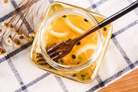 蜂蜜最佳饮用时段,让女生活出健康美颜