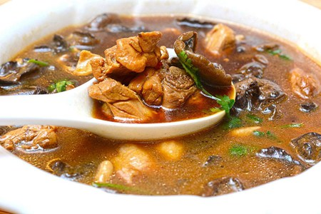 蘑菇煮出鲜香汤品,低脂最适合女生食用
