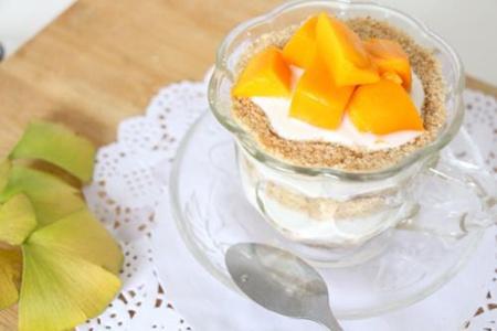 一份高颜值的木糠杯是怎么诞生的,酸甜芒果美妙搭配