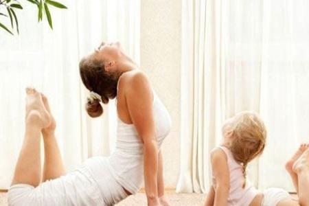 这些瑜伽体式让女性体态流畅,面色红润充满活力