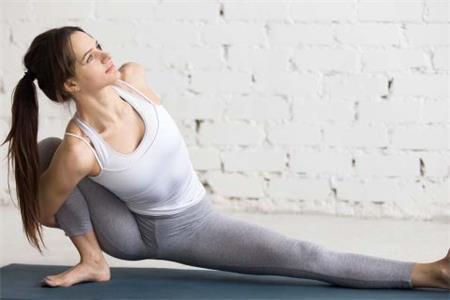 女性细腰瘦腿有秘诀,这几个瑜伽动作让你开挂