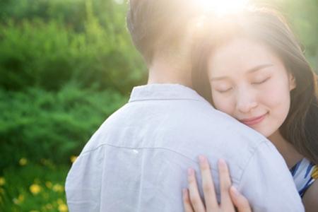 女生不相信爱情,犹豫和焦虑会让关系破裂