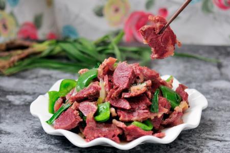 牛肉怎么做好吃?搭配辣椒,滑嫩还下饭