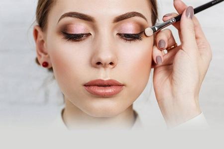 去除眼纹的三个方法,紧致眼底肌肤焕发魅力