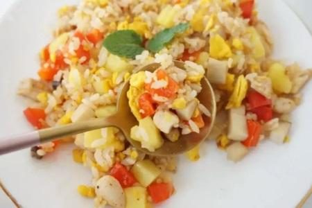 菠萝炒饭:一碗真香的炒饭,尝上一口是清爽
