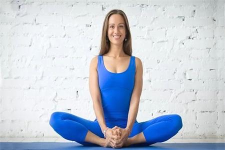 女性有痛經的煩惱,練了這三組瑜伽動作就能好