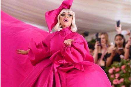 Lady Gaga参加Met Gala,16分钟飙戏观众大饱