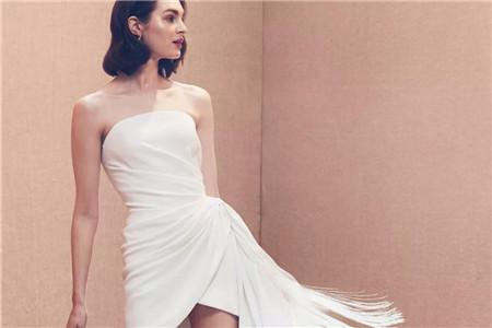 白色婚纱美出惊艳感,空气质感礼服打造独特品味