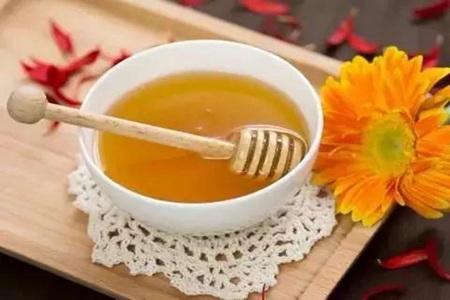 想要发挥蜂蜜水的润肠功效,什么时候喝最好