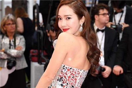 连郑秀妍也逃不过脖子皱纹,深颈纹的去除方法