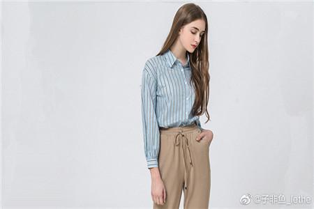 蓝色牛仔裤如何穿搭最为好看,粗腿也能穿出小瘦腿