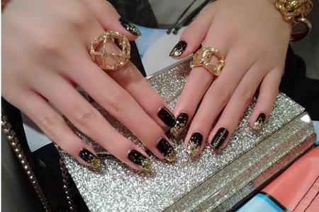极致奢华黑金美甲图片,简单六步教程打造完美指甲