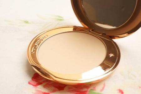 夏季油皮不脱妆粉饼,定妆补妆都完美的四款粉底