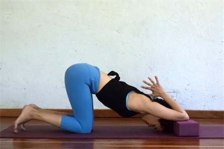 瑜伽初学者如何打开双肩