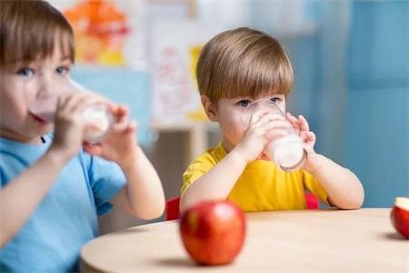 饮食安全常识:这四种好吃的食物,变质之后竟有剧毒