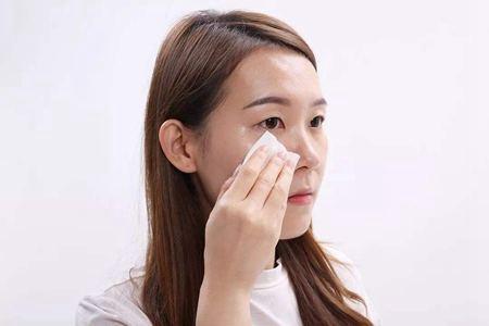 女生护肤学会用油,肌肤不长痘还能更加保湿